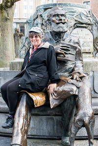 Lady sitting on the lap of Charles Buls at Charles Buls Fountain. Charles Buls or Karel Buls (13 October 1837 – 13 July 1914) was a Belgian politician and mayor of the City of Brussels. Bruxelles, Belgium, Europe.