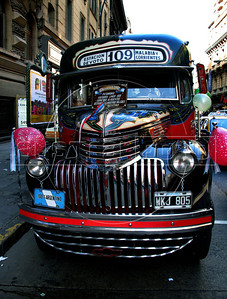 """A antique bus """"colectivo"""" stay in a street in Buenos Aires downtown, Buenos Aires, Argentina, September 21, 2009. (Austral Foto/Renzo Gostoli)"""