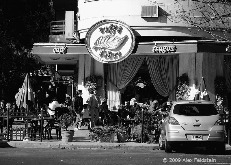 Caffé Tabaq on Libertador Ave.