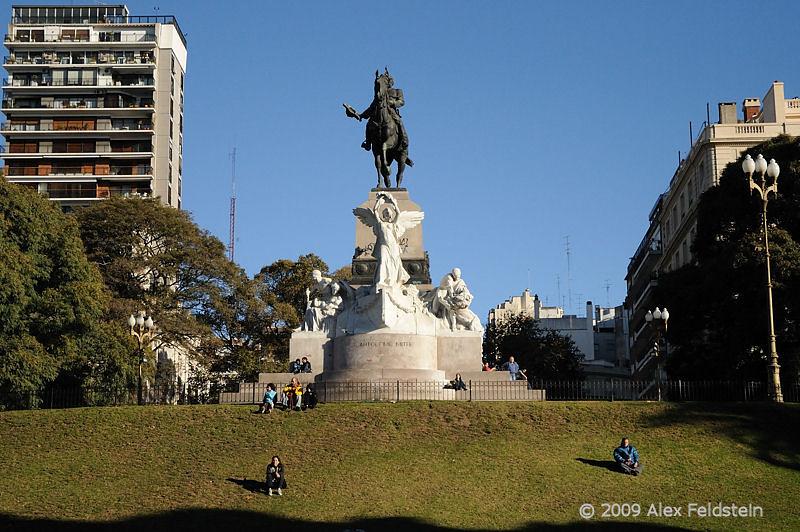 Bartolomé Mitre statue