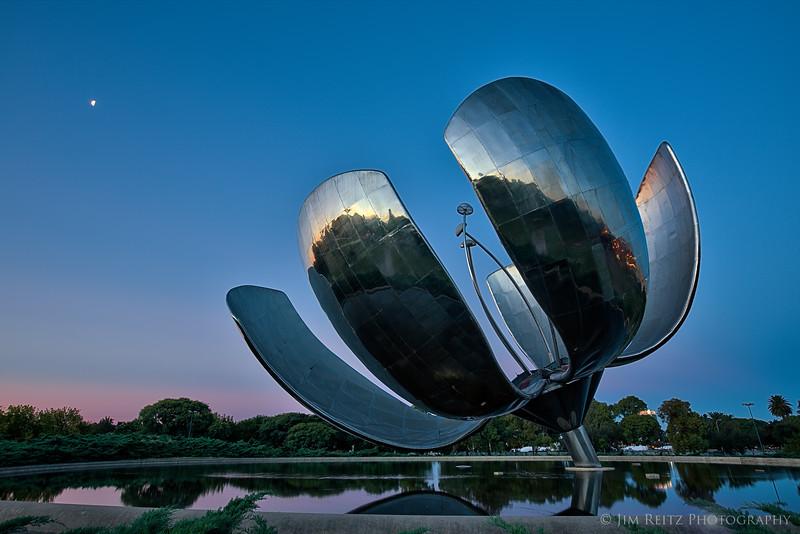 Floris Generica, a 75-foot metal flower sculpture in Buenos Aires.