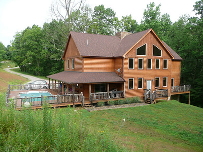 Back view of Buffalo Creek Lodge.