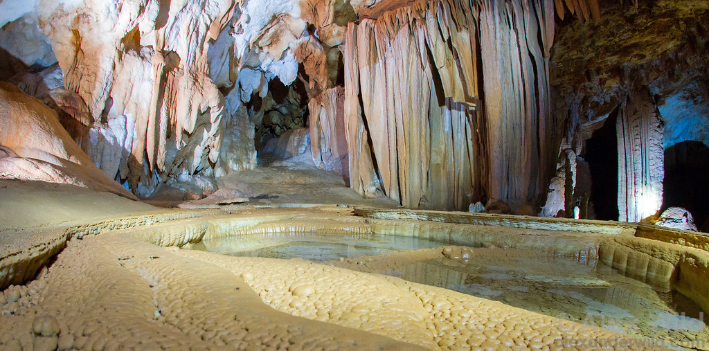 Footprints cave: a panorama.