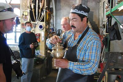 Demonstrating an samovar to Stan.