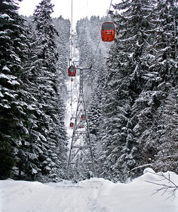 The gondola lift which takes skiers to 1050m above Borovets.