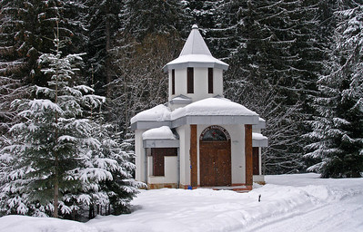 This little chapel in the grounds was open though.
