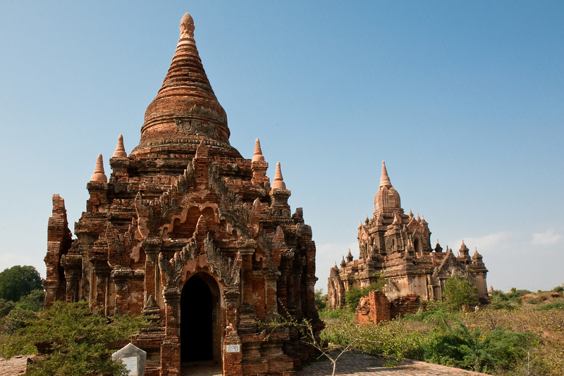 Thisa Wadi Pahto (right), Bagan