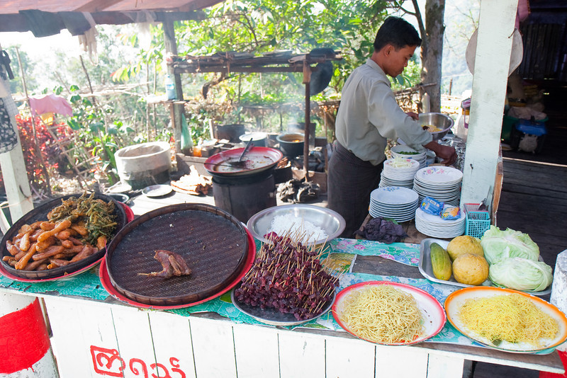 Food stall along the road to Kyaiktiyo