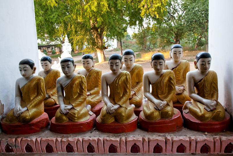 Buddhas at Kyauktawgyi Paya, Amarapura