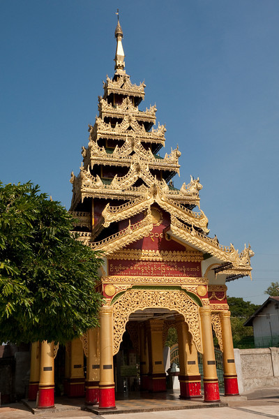 entrance to Shwemawdaw Paya, Bago