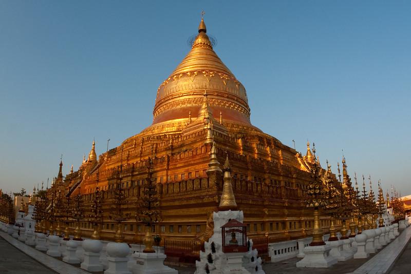 Shwezigon Paya, Bagan