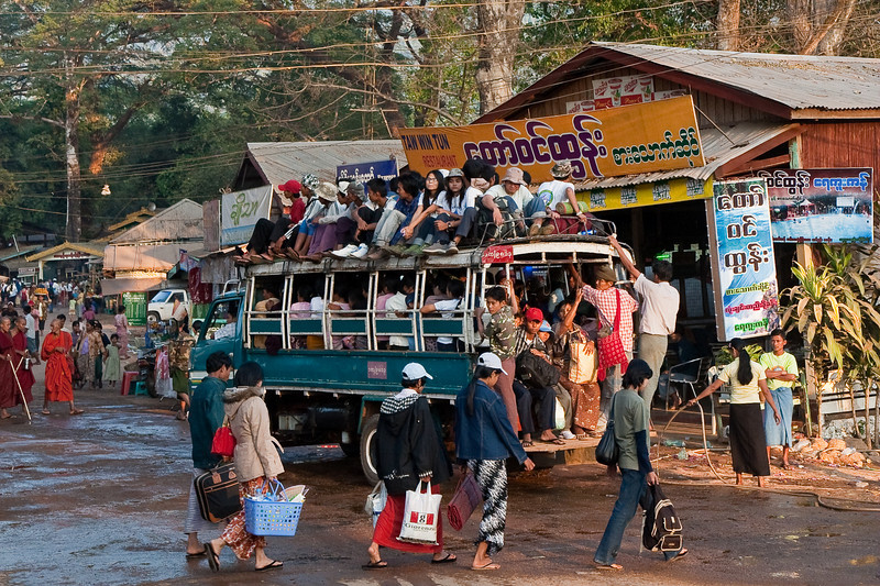 bus at Kyaiktiyo Pagoda area