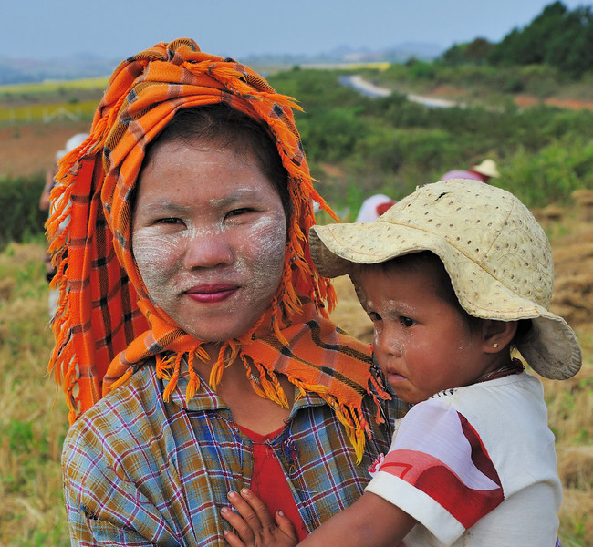 Mother and child showing the characteristic thanaka face paste made from the ground bark of certain trees.  It has been used in Myanmar for more than 2000 years.