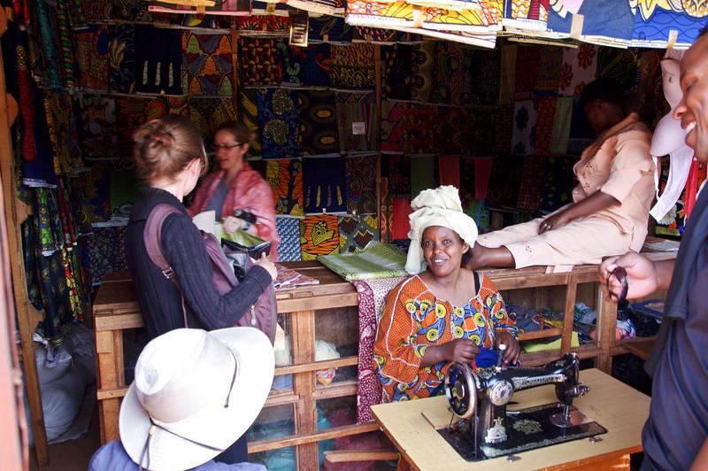 Marktstand für Stoffe und Tücher