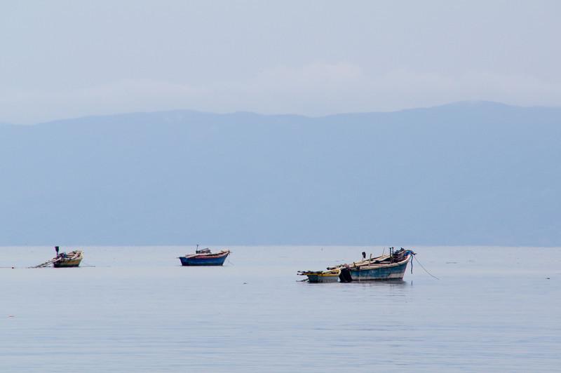 Die Fischerboote liegen am morgen wieder im Hafen.