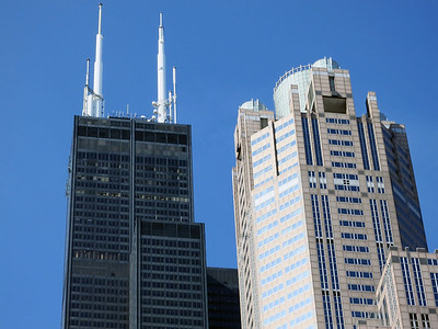 32-Willis Tower (left) rises 1451 feet. 311 S. Wacker is 961 feet.