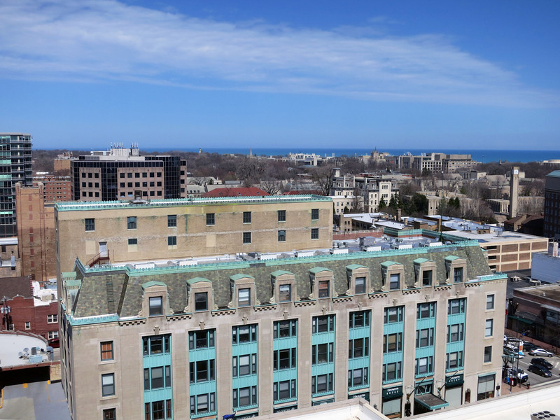 17a-Above the old Marshall Field store is Northwestern University, from the lighthouse (center horizon) to the clock tower at right