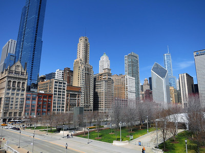 24-University Club (far left, in front, at Michigan and Monroe). Behind is The Legacy at Millennium Park, tallest all-residential bldg in Chicago (2011, 822 ft.). Smurfit-Stone Bldg (diamond) and Trump Tower at right.