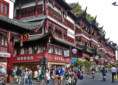 Red is obviously the prominent color in China - buildings, clothes, decorations and almost everything.