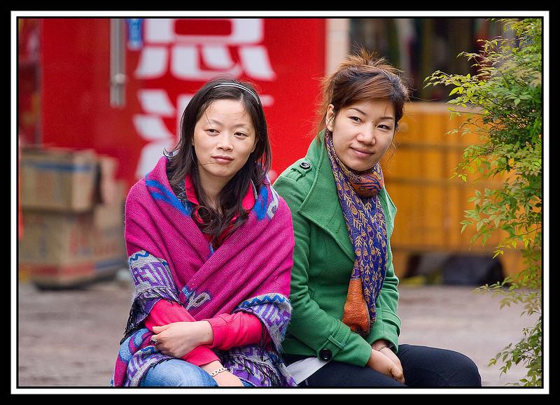 Girlfriends sitting - Guilin...