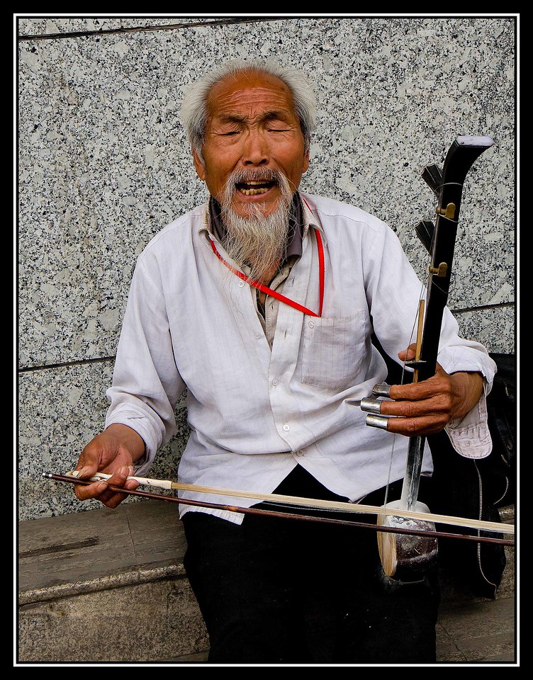 IMAGE: https://photos.smugmug.com/Travel/CHINA-FOCUS-TOUR-2010-XIAN/i-LFqJmMw/0/7842193f/X2/a%200827%20STREET%20MUSICIAN-X2.jpg