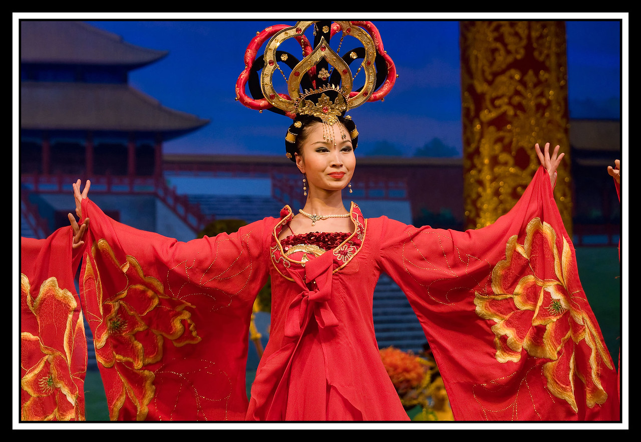 IMAGE: https://photos.smugmug.com/Travel/CHINA-FOCUS-TOUR-2010-XIAN/i-qCjF6Lq/0/c5a82318/X2/Z%20910%20Dancer-X2.jpg