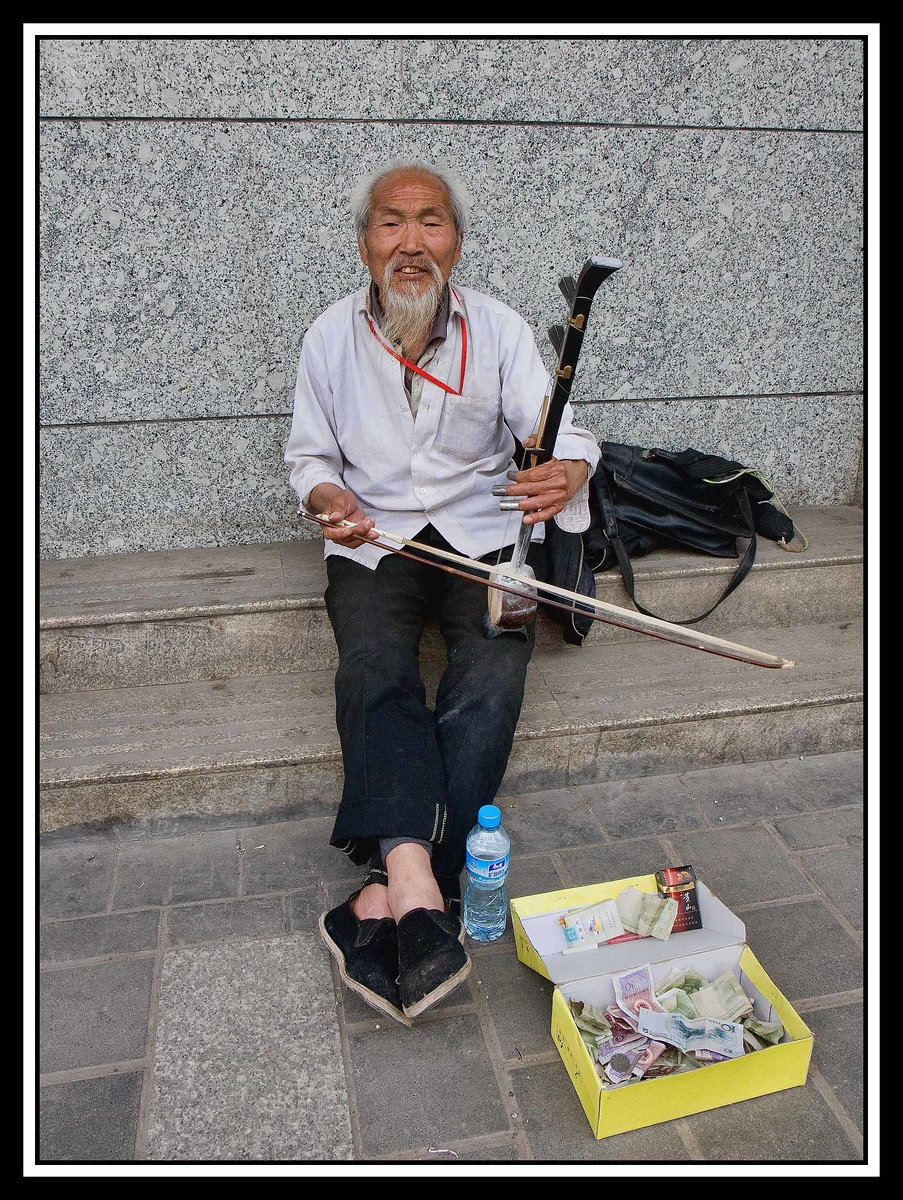 IMAGE: https://photos.smugmug.com/Travel/CHINA-FOCUS-TOUR-2010-XIAN/i-xfVtChM/0/ab184e5e/X3/0823%20street%20musician-X3.jpg