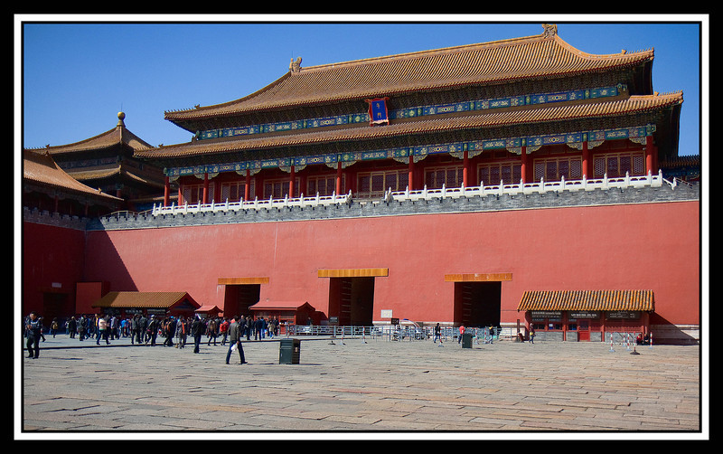 Meridian gate (Wu Men). From the balcony, the emperor would review his armies and perform ceremonies marking a new calendar...