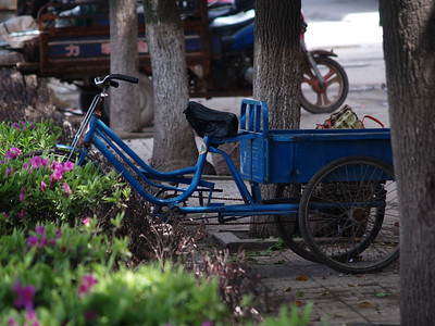 China. Yueyang. Blue bicycle.