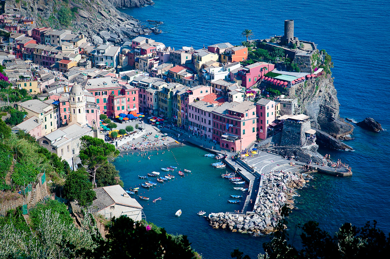AFTERNOON VIEW OF VERNAZZA