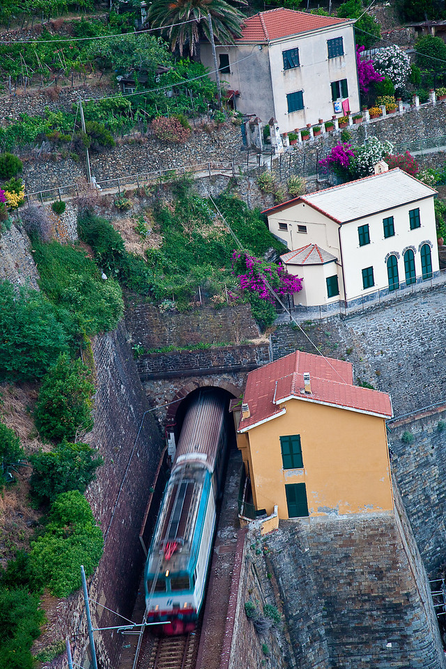 TRAIN LEAVING VERNAZZA HEADING TO MONTEROSSO