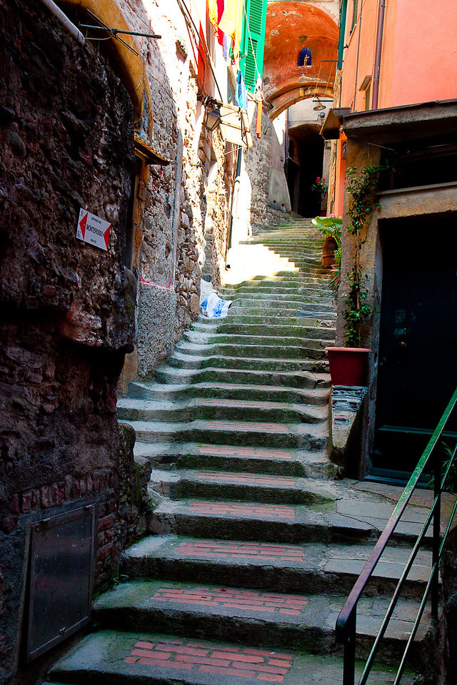 VERNAZZA SIDESTREET AND BEGINNING OF TRAIL TO MONTEROSSO
