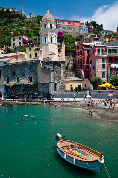 VERNAZZA HARBOR AND BEACH