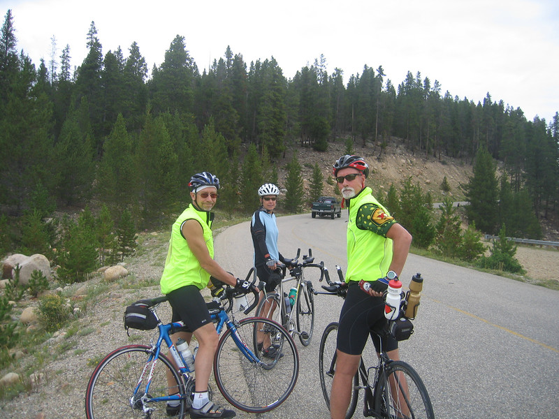 Starting out our ride. I am sooo glad there are no mountain passes. Word was out that Lance Armstrong and Floyd Landis where out here training.