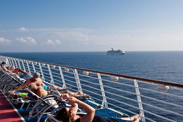 """RACING THE CARNIVAL """"CONQUEST"""" BACK TO GALVESTON"""