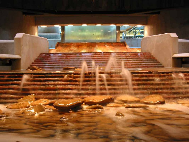 WATERFALL IN CENTRUM LOBBY