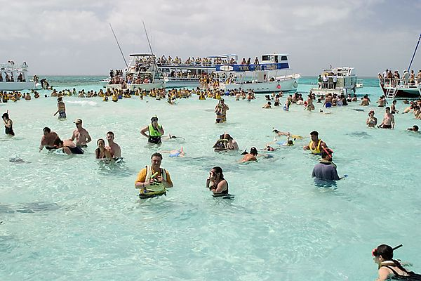 A SLOW DAY AT STINGRAY CITY-GRAND CAYMAN