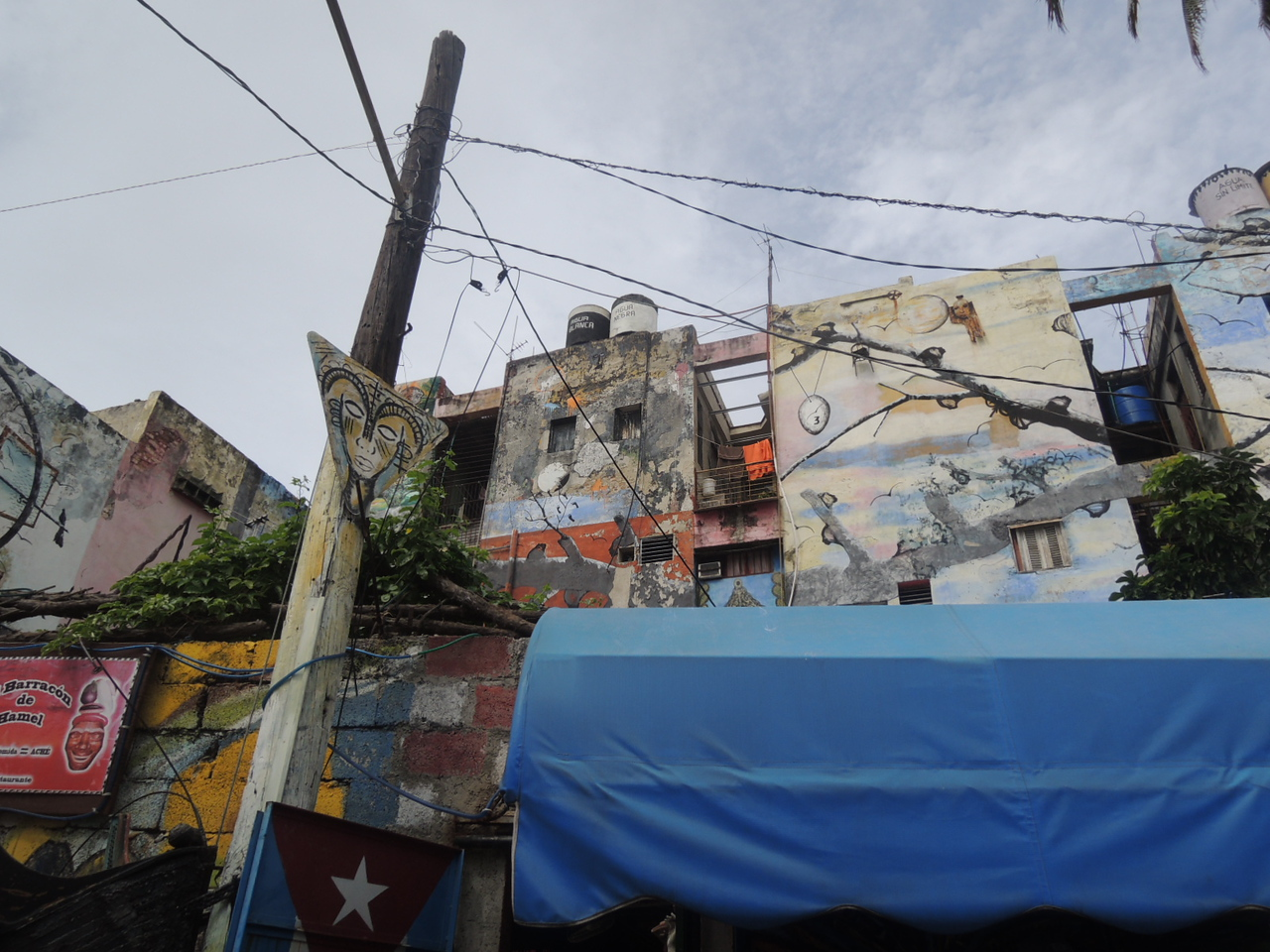 Even the buildings adjacent to the Santeria Alley  were decorated.