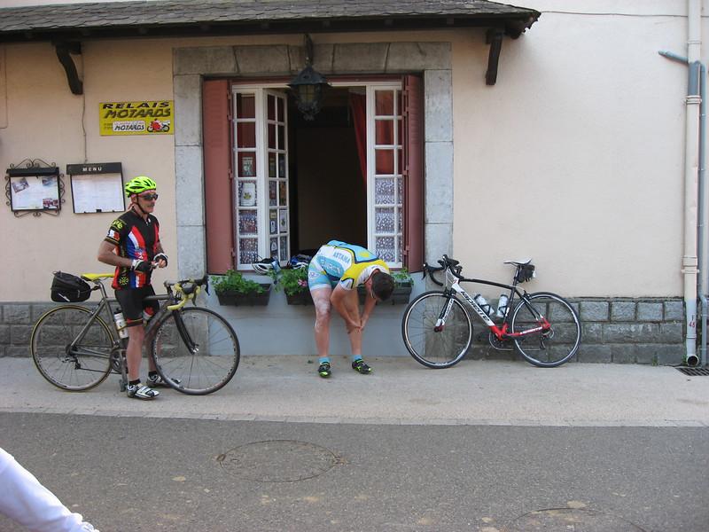 Mark & Tom getting ready to depart Hôtel de la Post in Oust.