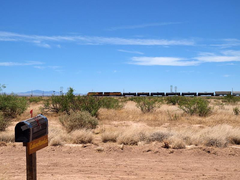 Train to Los Angeles passes north of Cabinetlandia