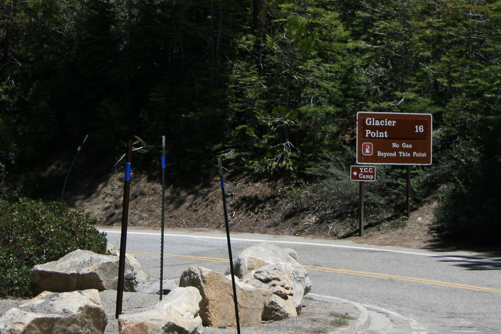 A sign to Glacier Point.