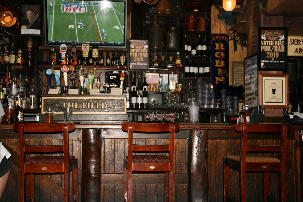 THE BEST IRISH PUB IN THE USA (that I have been to) - The Field in San Diego