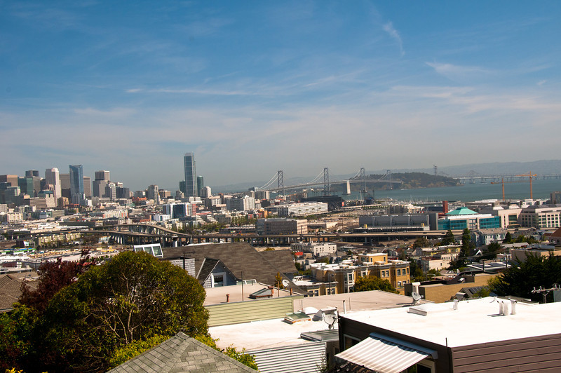 North-East San Francisco and Bay Bridge from De Haro  Street Vue de la ville de SanFrancisco et du pont Bay, du haut de la rue De Haro