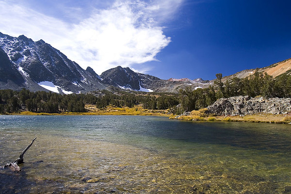 4 mile hike to Virginia Lake in Hoover Wilderness Area. The mountain range (Dunderberg Peak at 12,374ft) on the horizon is the gateway to Yosemite National Park.