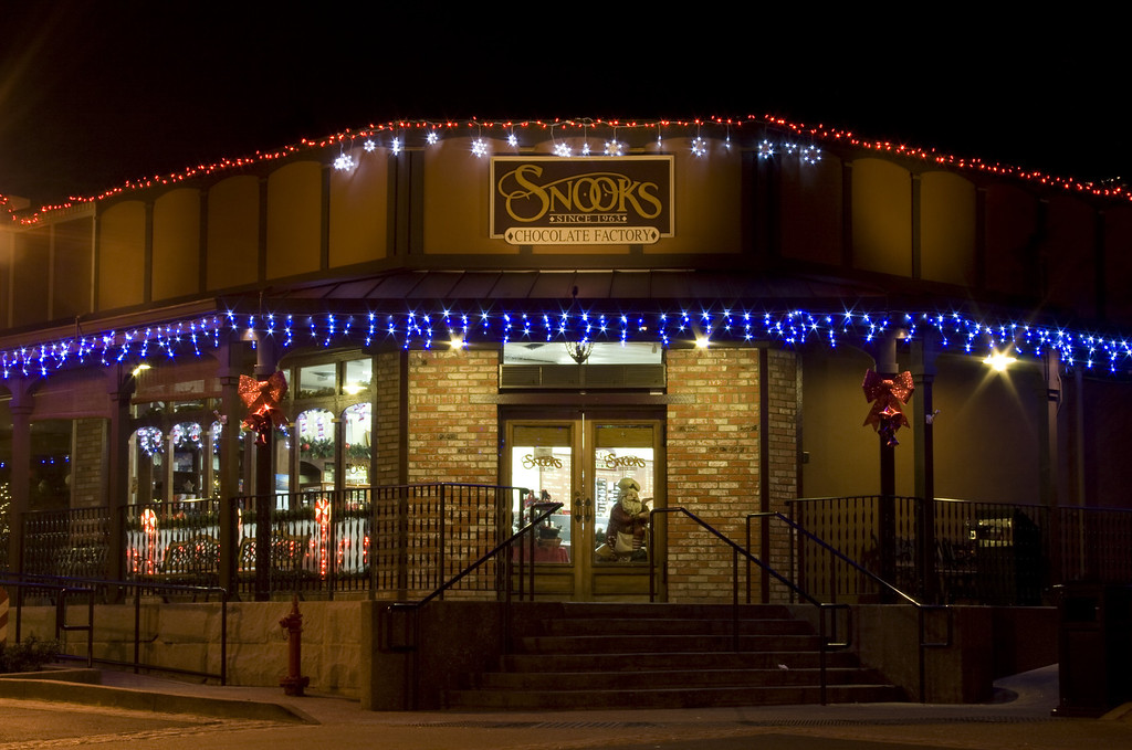 Snook's Candies, Folsom, CA.  Image Copyright 2011 by DJB.  All Rights Reserved.