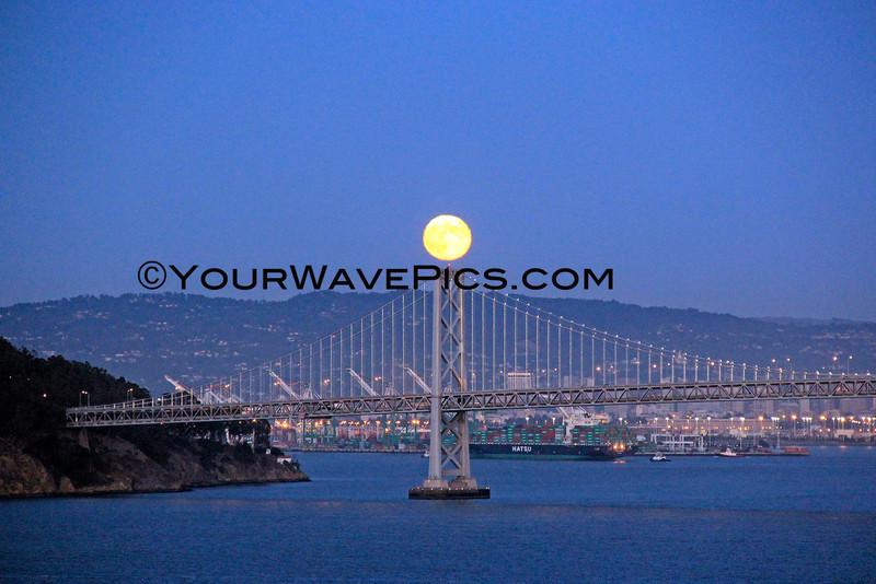 8992_Full moon Bay Bridge.JPG