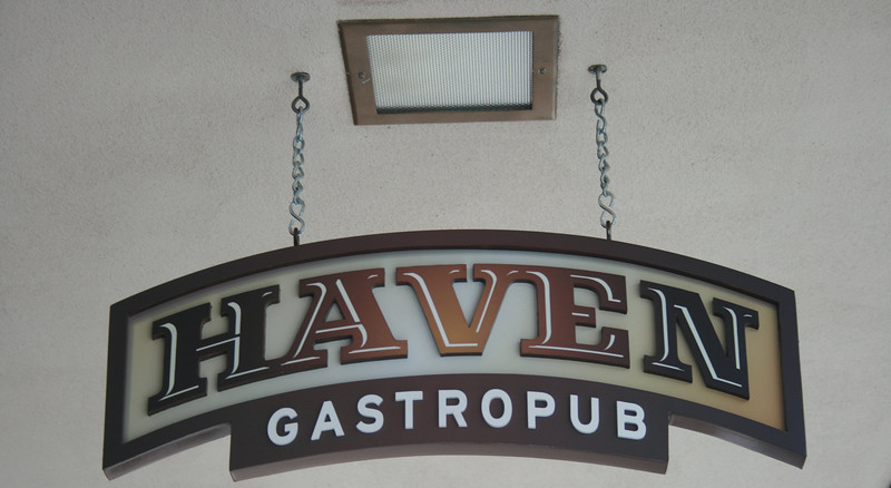 "Haven Gastropub, Orange, CA.   <a href=""http://www.havengastropub.com"">http://www.havengastropub.com</a>. Image Copyright 2009 by DJB.  All Rights Reserved."