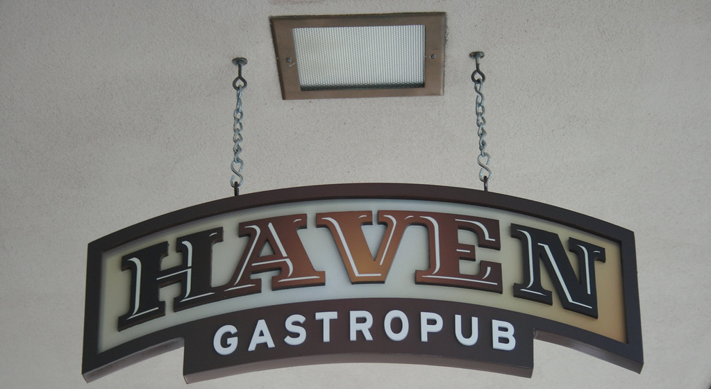 "Haven Gastropub, Orange, CA.   <a href=""http://www.havengastropub.com"">http://www.havengastropub.com</a>. Image Copyright 2009 by DJB.  All Rights Reserved."