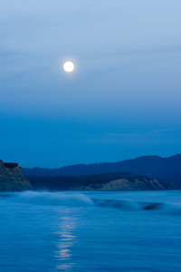 Moon rise at Drake Bay.