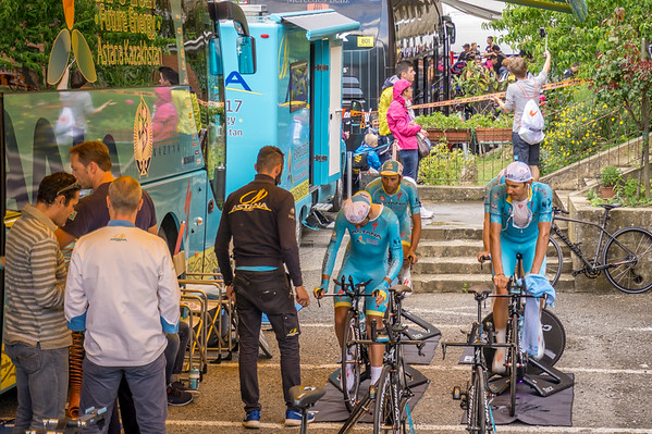 Team Astana warming up before the Giro Stage 8 Time Trial